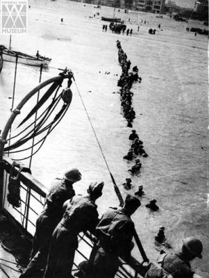 Evacuation at Dunkirk to the boat